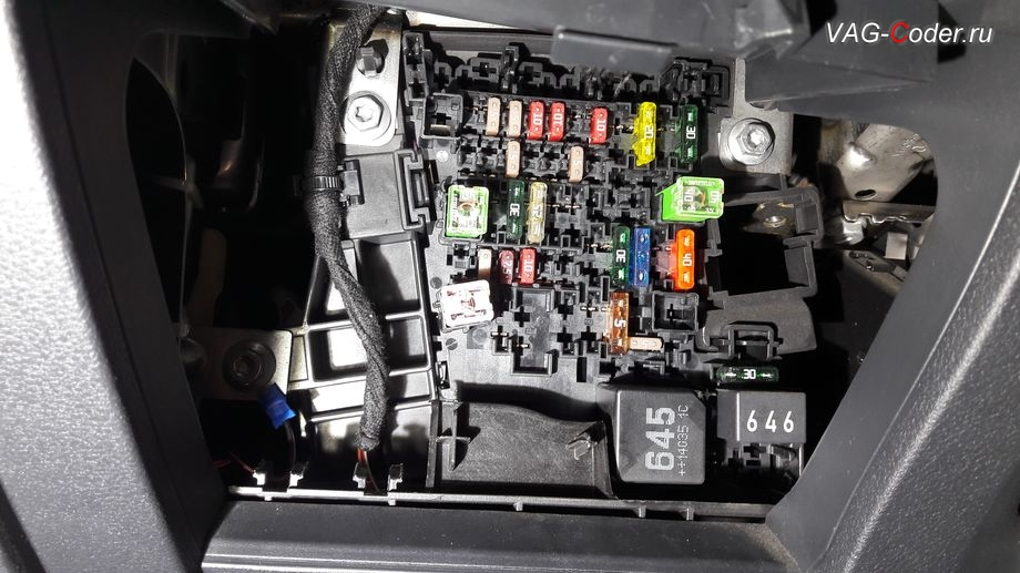 Skoda Oсtavia A7-2014м/г - протяжка жгута от регистратора и антирадара со скрытием проводки в салоне и подключение к блоку предохранителей от VAG-Coder.ru