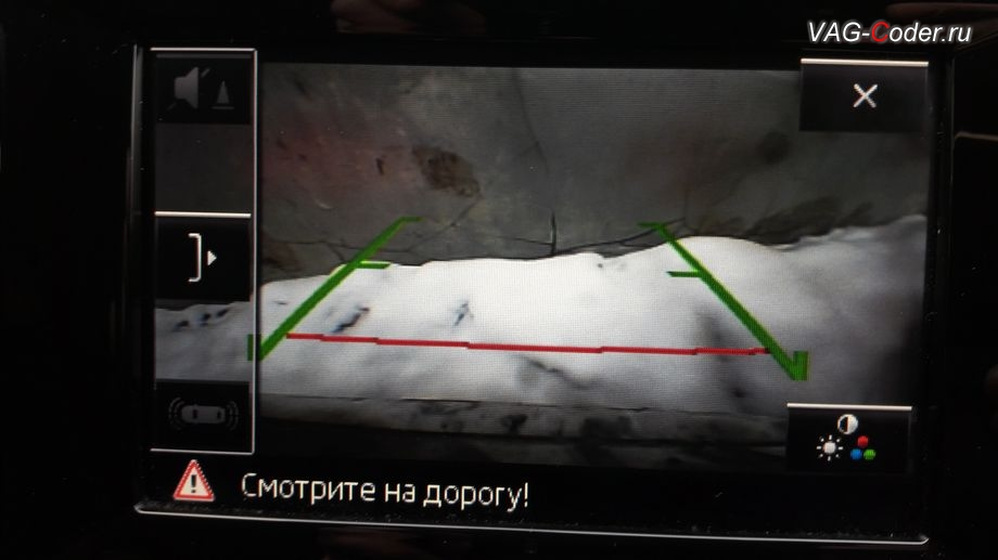 Skoda Octavia A7 Scout-2015м/г - компактный вид работы без отображения работы парктроника на экране магнитолы оригинальной камеры заднего вида без динамических траекторий с омывателем после активации и кодирования функций от VAG-Coder.ru